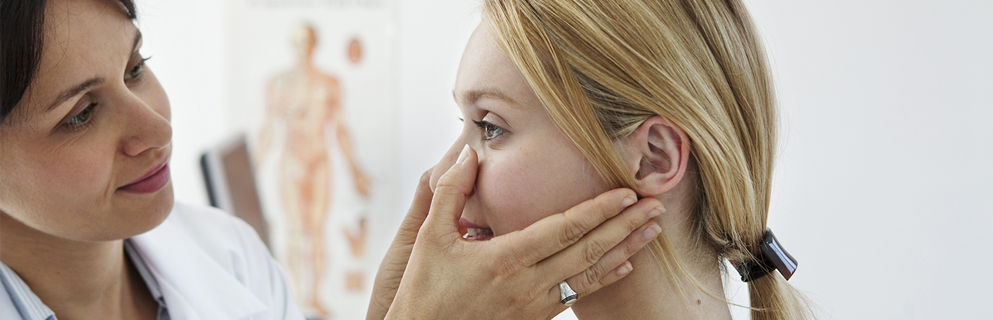 patient's-nose-being-examined